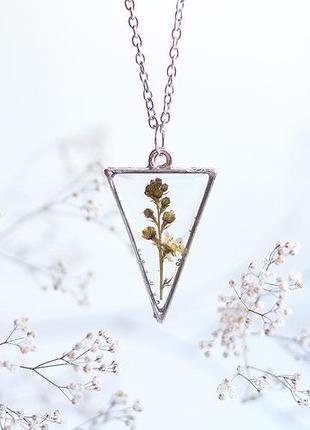 Треугольный кулон с полевым растением \ металлическая рамка