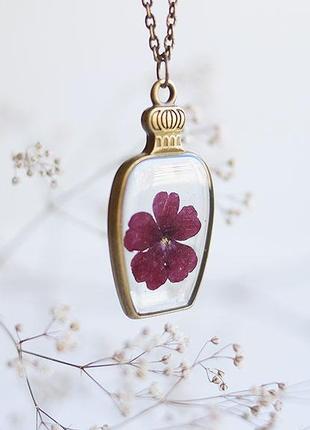 Кулон-бутылочка с цветком вербены