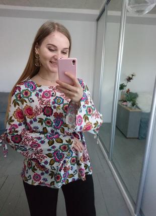 Актуальная трикотажная блуза логслив и расклешенными рукавами №117
