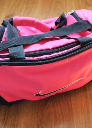 Восхитительная вместительная женская спортивная сумка nike