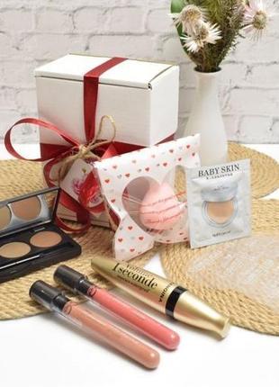 """Подарочный набор """"travel box perfect makeup"""""""