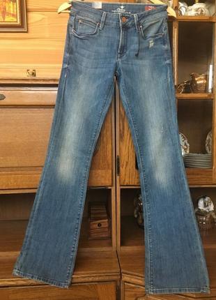 Colin's- голубые джинсы внизу легкий клеш
