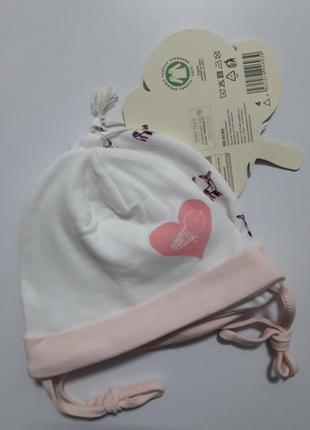 Набор шапочек на малышку