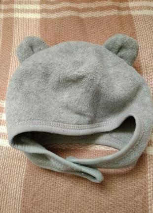 Шапочка шлем мальчику  на 6-12 месяцев с ушками