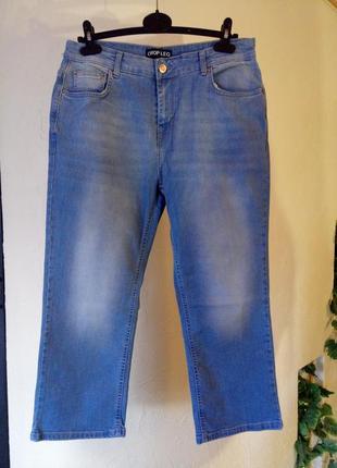 Стрейчевые укороченные джинсы