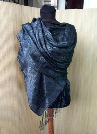 Чёрный шелковый шарф палантин с нитями