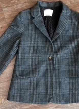 Очень модный пиджак для девочки от zara. на возраст 13-14 лет