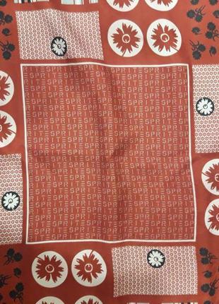 Маленький шелковый платок