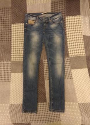 Продам джинсы женские фирмы a. m. n.
