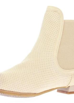 Світло -бежеві черевики 57cff149b3fe8