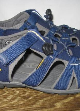 Закрытые сандалии keen р.36