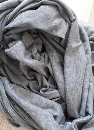 Лёгкий серый шарф хомут