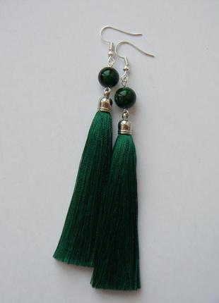 Тёмно-зелёные серёжки кисточки с бусинами