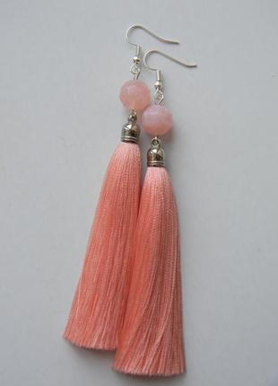Персиковые серёжки кисточки с акриловыми бусинами