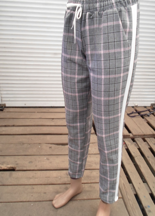 Стильные ,повседневные серые брюки в клетку с лампасами ,англ.длина 3 расцветки  размеры3 фото