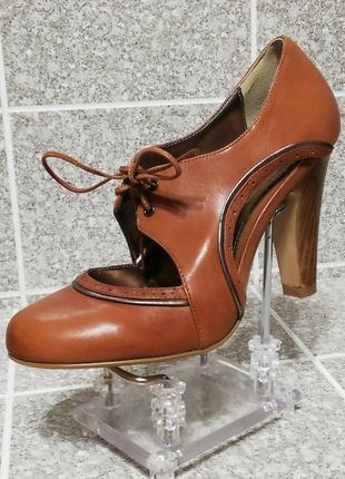 Женские кожаные стильные весенние туфли