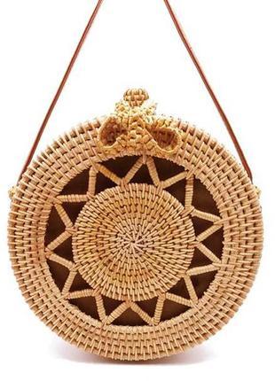 Круглая соломенная сумка из ротанга