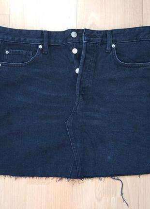 Джинсовая мини юбка с бахромой