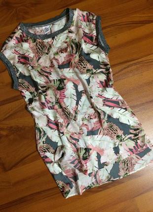 Модная футболочка в растительный принт