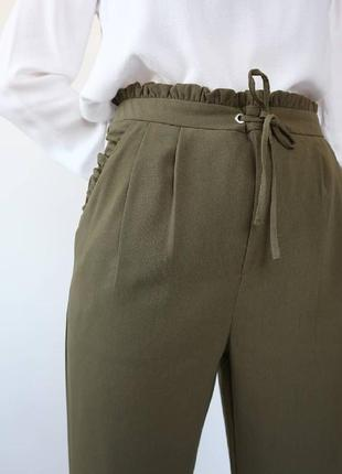 Хаки штаны с рюшами