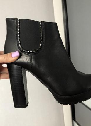 Кожаные ботильоны/ ботинки на каблуке