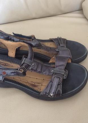 Кожанные сандали на липучках