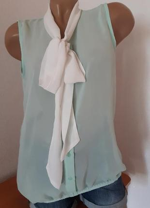 Блуза мятного цвета с белым воротником/бантом  из шифона