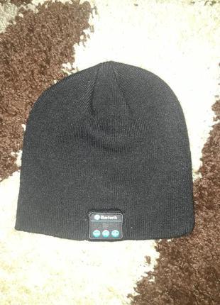 Отличная шапка-плеер