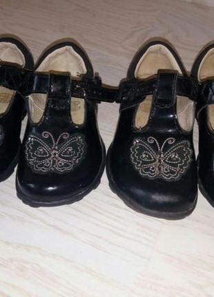 Туфли clarks 5,6 с мигалками.
