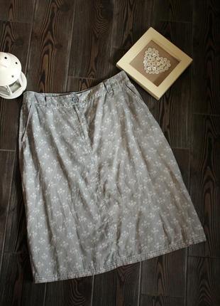 Льняная юбка с карманами и цветочным принтом