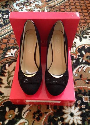 Замшевые туфли черные