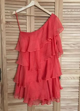 Шелковое платье на одно плечо с рюшами воланами moschino, размер л