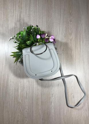 Кожаная сумка, серая сумка  на ремешке, сумка с кольцом