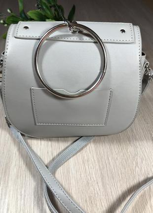 Кожаная сумка, серая сумка  на ремешке, сумка с кольцом3 фото
