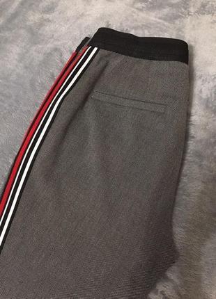 Брюки zara штаны с лампасами красными серые