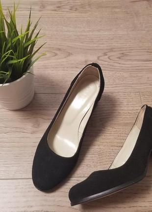 Елегантні замшеві туфлі на зручному каблуку