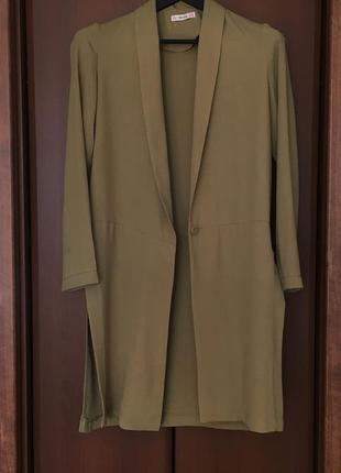 Лёгкий удлиненный жакет пиджак bershka c хс оливковый хаки
