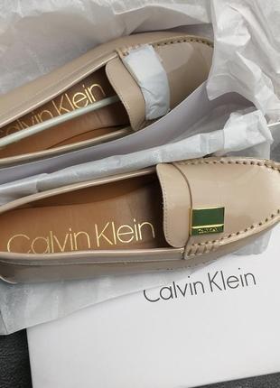 Calvin klein оригинал бежевые лаковые туфли макасины лоферы бренд из сша3 фото