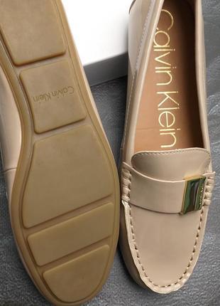 Calvin klein оригинал бежевые лаковые туфли макасины лоферы бренд из сша5 фото