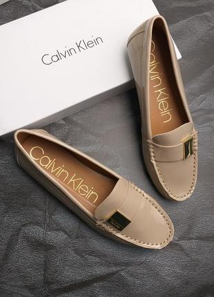 Calvin klein оригинал бежевые лаковые туфли макасины лоферы бренд из сша6 фото