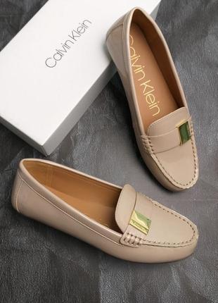 Calvin klein оригинал бежевые лаковые туфли макасины лоферы бренд из сша8 фото
