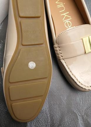 Calvin klein оригинал бежевые лаковые туфли макасины лоферы бренд из сша9 фото