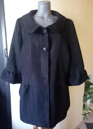Красивое,актуальное пальто,имитация теснения кожи,очень большой размер