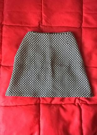 Плотная,фактурная юбка трапеция сзади на молнии avenue