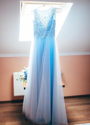 Вечірня або весільна сукня