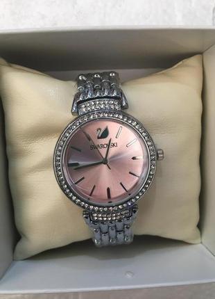 Красивые часы в подарочной коробочке2 фото