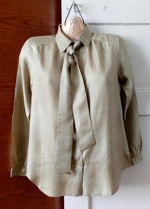 Красивая шёлковая блуза с бантом в винтажном стиле.