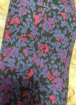 Узкие брюки дудочки в цветочный принт3 фото