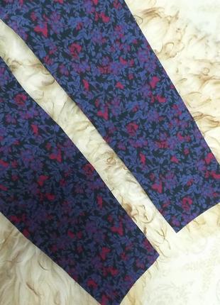 Узкие брюки дудочки в цветочный принт4 фото