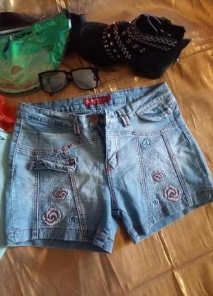 Крутые джинсовые шорты с вышивкой цветы 48-50р.